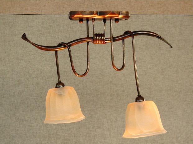 Lampadari country: legno, vetro, ferro battuto