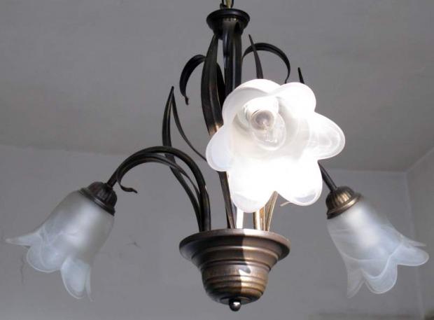 lampadari soggiorno country: ferro battuto, vetro, ceramica
